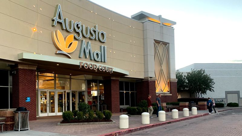 Despite the growing popularity of online shopping, Augusta Mall was a hot spot for deal hunters...