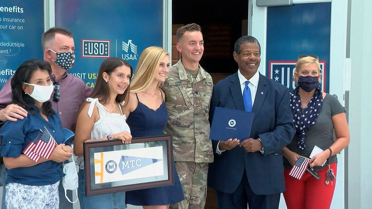 SC soldier who finished degree while serving overseas comes home to a big surprise.