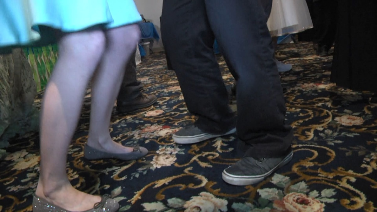 Aiken women's club hosts 'adult prom' to fund scholarships for students