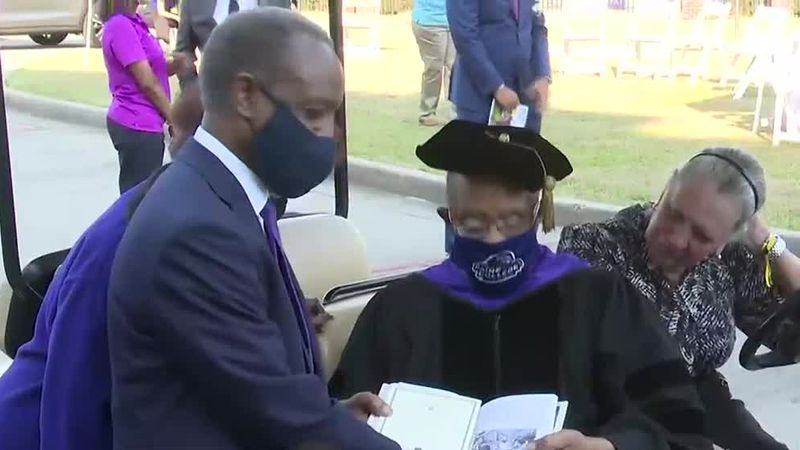 Lee Elder honored with honorary doctorate from Paine College
