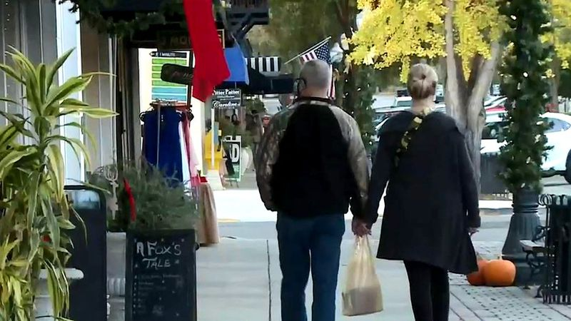 Small businesses looking for holiday boost