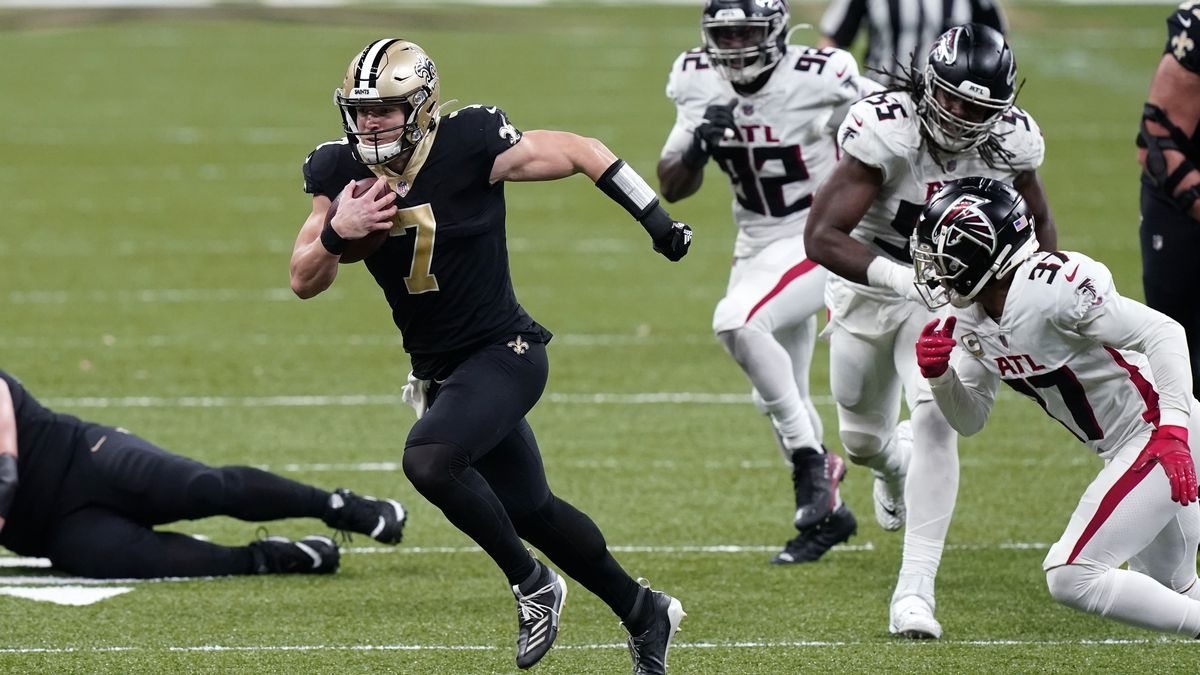 New Orleans Saints quarterback Taysom Hill (7) carries past Atlanta Falcons free safety Ricardo...