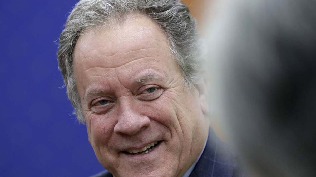 Executive Director of the World Food Programme David Beasley talks with South Korean Foreign...