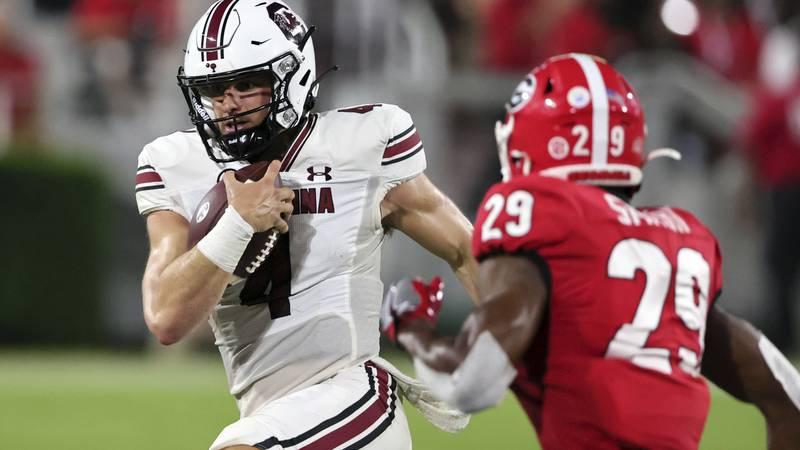 South Carolina quarterback Luke Doty (4) carries the ball against Georgia during the first half...