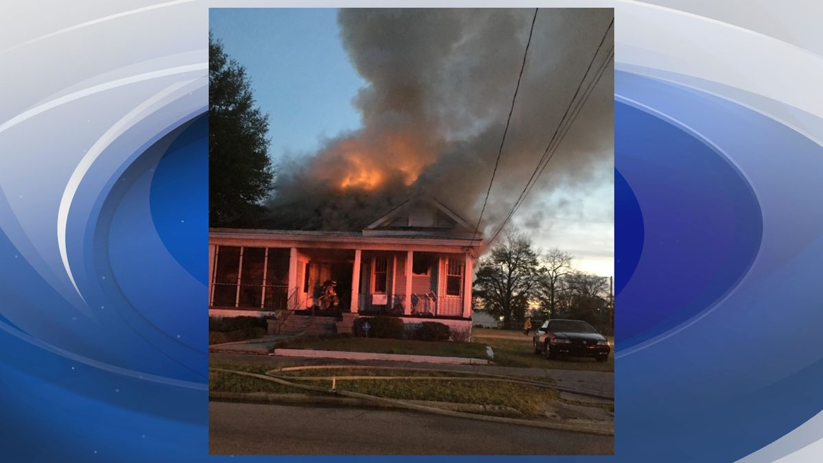 Crews fighting fire on Wrightsboro Rd (Station)