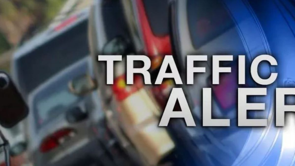 Traffic is backing up near Halawa after a multiple-vehicle crash on the H-3.
