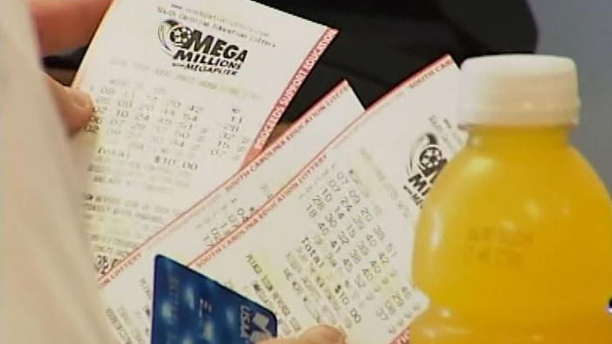 The winner has chosen to remain anonymous and chose a cash option of a one-time payment of $877,784,124, the largest jackpot payout to a single winner in US history.(Source: Live 5)