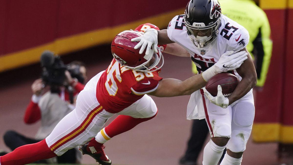 Kansas City Chiefs linebacker Ben Niemann tries to tackle Atlanta Falcons running back Ito...